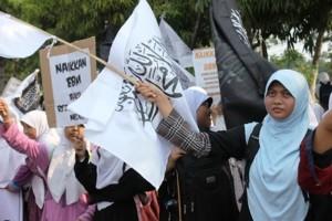 Anak – Anak dan Balita Hizbut Tahrir Demo Tolak Kenaikan BBM