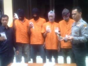4 Pemuda Tertangkap Edarkan 9.992 Pil Dobel L