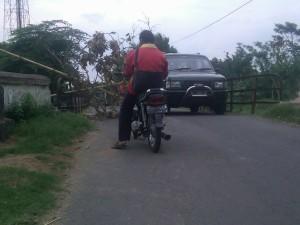 Badan Jembatan Menghubungkan Dua Desa, Rusak Parah