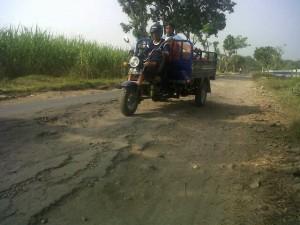 Jalan Akses Sukomoro – Gondang Rusak Parah