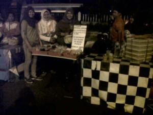 Muda-Mudi Ramaikan Ramadhan Dengan Menjual Ta'jil