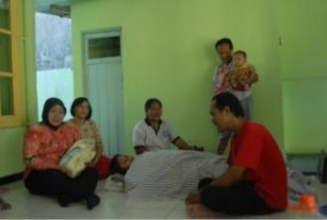 Bayi Laki-Laki Lahir di Kamar Mandi Mushola