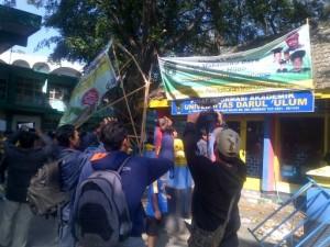 Nama Kampus Dipalsukan, Mahasiswa Undar Jombang Sweeping Kampusnya