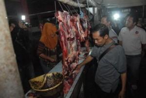Razia Daging Celeng, Temukan Daging Sapi Busuk dan Gelonggongan