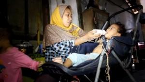 Bantuan Susu Formula Anak Gizi Buruk Ngadat, Putri Taufiqurahman Minum Tajin