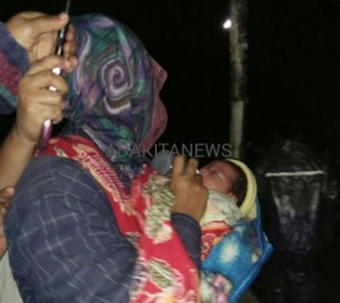 Bayi Perempuan Dibuang di Teras Rumah Warga