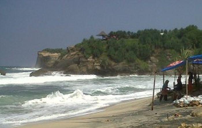 Lagi, Dua Orang Hilang Diseret Ombak Laut Selatan