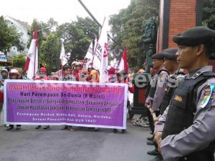 Aksi Damai Peringatan IWD: Kecam Pelecehan Seksual dan Kekerasan Fisik Terhadap Perempuan