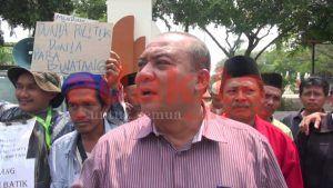 Demo Tuntut Bupati Turun dari Jabatannya