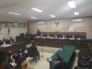 Tak Didampingi PH, Sidang Perdana Dahlan Iskan Ditunda