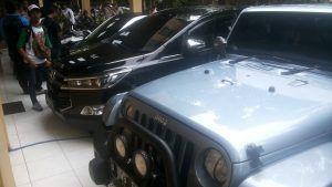 KPK Sita Mobil Mewah dan MoGe Bupati Nganjuk di Jombang