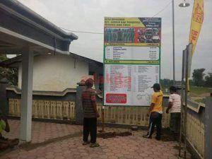 Pasang Baliho Tranparansi Anggaran Desa