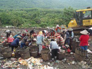 Akibat Sampah Dicampur, Pemulung Kerap Tertusuk Beling