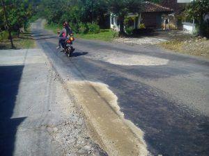 Lubang Jalan di Gorang Gareng Lembeyan