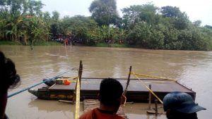 Diduga Kelebihan Muatan, Perahu Tambangan Terbalik