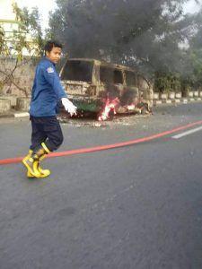 Angkot Terbakar, Sopir Terluka