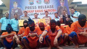 Polresta Sidoarjo Amankan Sembilan Pengedar Narkoba Jaringan Madura