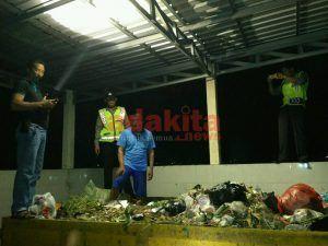 Tukang Sampah Temukan Tas Plastik Berisi Granat dan Peluru