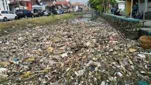 Dipasangi Screen, Sampah Di Saluran Batas Desa Jadi Tanggungjawab Pemdes