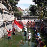 Puluhan Petani Gurami Upacara di Kolam Ikan