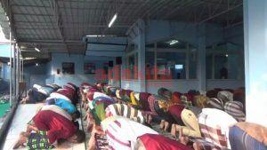 Ratusan Napi Khusyuk Gelar Salat Idul Adha di Masjid Lapas