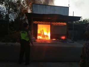 Toko Bangunan Ludes Terbakar, Kerugian Capai Rp  297 Juta
