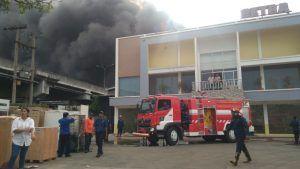 Akibat Asap Tebal Kebakaran, Jalan Tol Waru Juanda Sempat Ditutup