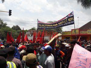 Makin Banyak Kasus Korupsi, Ratusan Petani Desak Kajari Blitar Segera Tentukan Tersangka
