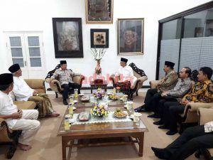Di Jombang, Wapres Sempatkan Diri Bertemu Gus Sholah