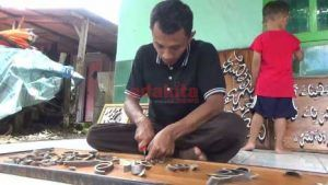 Manfaatkan Limbah Bambu Untuk Kreasi Kaligrafi