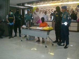 Kardus Water Heater Berisi Sabu 745 Gram Berikut Pelaku Pentelundupan Tertangkap Petugas di Bandara Juanda