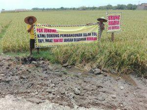 Belum Terima Uang Pengganti, Petani Hadang Pengurukan Proyek Jalan Tol Kertosono – Ngawi