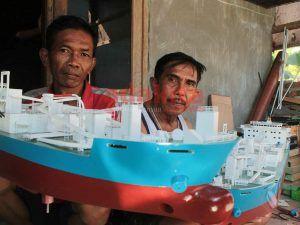 Pensiun Dari Perusahaan Pembuat Kapal, Warga Bluru Permai Produksi Miniatur Kapal