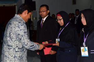 Tutup Diklatpim IV Angkatan 152 Tahun 2017, Mas Abu Beri Penghargaan 5 Peserta Terbaik