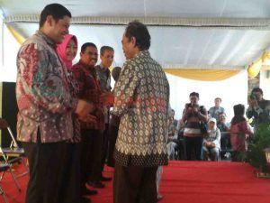 Walikota Kediri Bagikan Ratusan Akte Tanah