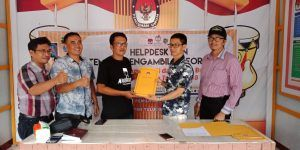 Tim Pasangan Petahana Ambil Formulir Pendaftaran