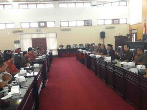 Gaji Rendah, Puluhan Guru Honorer Mengadu ke Dewan