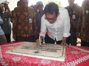 Warga Kecamatan Tanjunganom Dapat Mesin Penggiling Padi dari Kementerian
