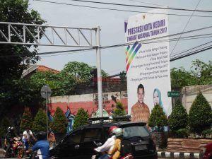 KPU Tetapkan 3 Paslon, Minta Seluruh Atribut Kampanye Dilepas