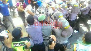 Demo MD3 Diwarnai Pemukulan Massa Oleh Aparat