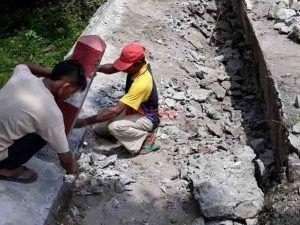 Tak Kuat Tahan Arus Air, Jalan di Salamrejo Binangun Blitar Rusak