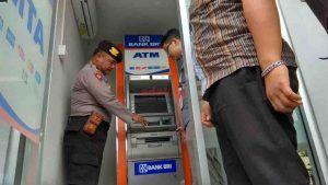 Cegah Skimming, Polisi Periksa Sejumlah ATM di Kota Blitar