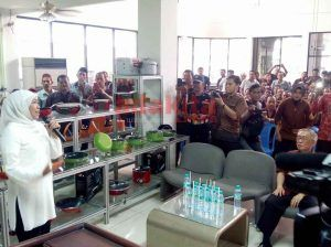 Kunjungi PT Maspion, Khofifah Serukan Program Jatim Kerja dan Jatim Berdaya