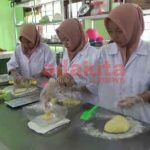 Siswi SMK Negeri 1 Tulungagung, Berkreasi Buat Roti Manis dari Singkong
