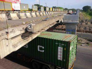 Truk Besar Bakal Dilarang Lewat Bawah Tol Jalan Raya Jati