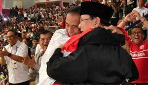 Pelukan Jokowi Prabowo Redakan Suhu Politik Indonesia