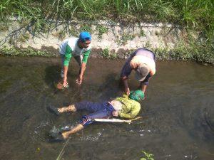 Mayat Perempuan Tengkurap Di Aliran Sungai Kediri