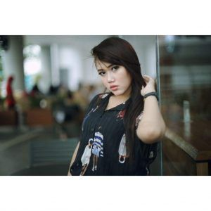 Nadya Arzety, Model Cantik dari Balik Tembok Pabrik