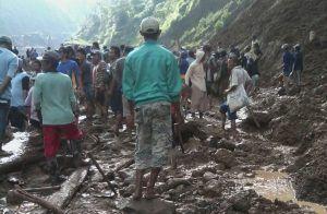 Dibantu TNI, Polri, dan BPBD, 300 Warga Ikut Cari Korban Longsor di Gunung Kelud