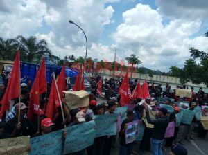 Ratusan Massa Tuntut Bupati Cabut Izin Pabrik Gula PT Olam